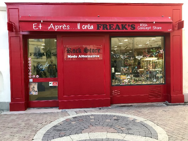 PIERCINGS - MODE ALTERNATIVE - PIN-UP - MODE ALTERNATIVE - 210 m2 DE PUR ROCK <br />